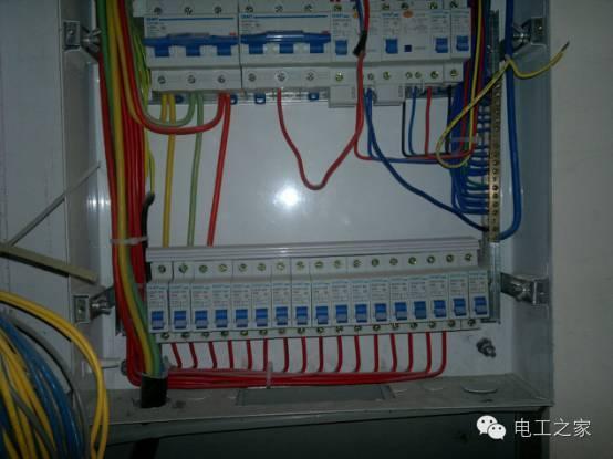 两相或三相电压超过线电压