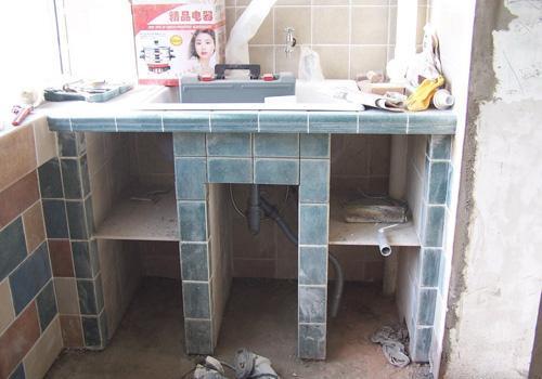 手工砌的洗衣台,比买的精致,实用!关键可以储物