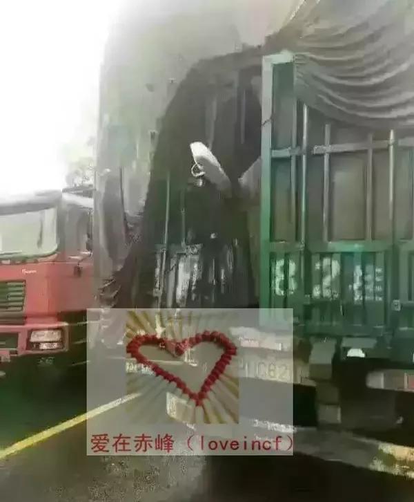 赤峰-蓝旗大客发生严重车祸,现场惨不忍睹!