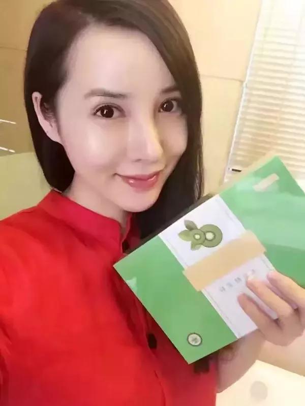 angelababy挺大肚庆生@黄晓明,孩子属鸡还是猴?