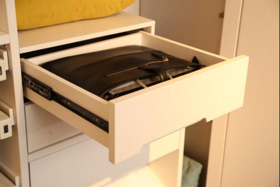 钛马迪家具微定制衣柜:精致女人的另一个世界图片