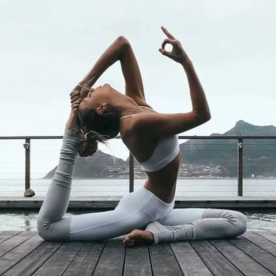 為什么瑜伽姑娘的照片,不用p也好看?圖片